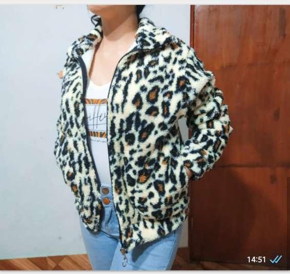 Leopardo blanco y pardo