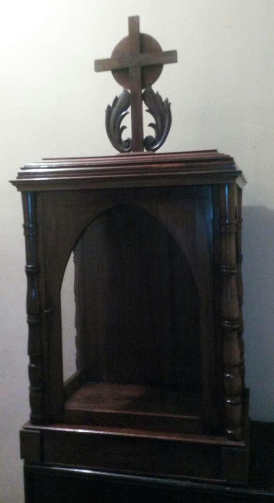 Antigua urna capilla de cedro para santos virgen