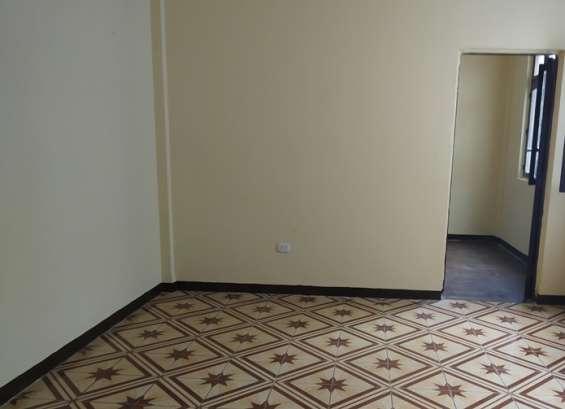 Alquilo departamento/oficina en 5 piso cerca a palacio justicia lima